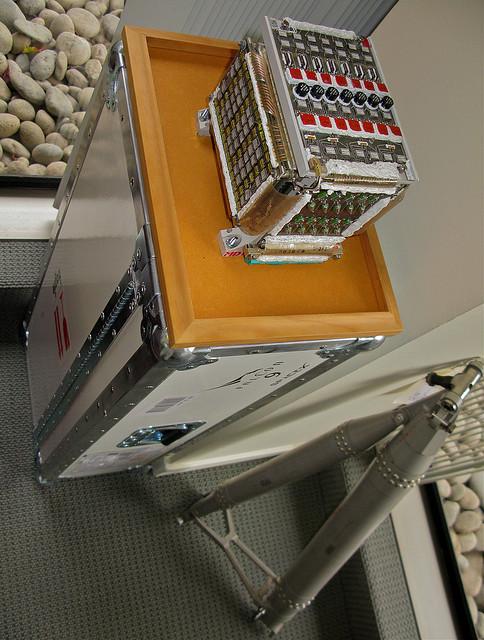 caja de 3D, como ésta de la computadora de vuelo Apolo